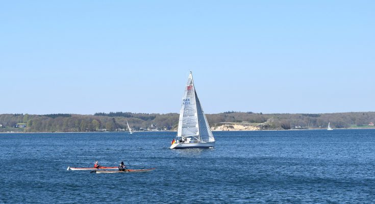 Sailing Boat 735x400 - How To Choose Between Rowing, Canoeing, And Sailing
